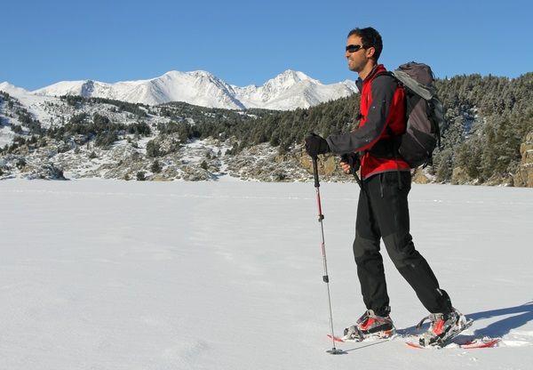 Guided snowshoe hikes - Lac des Bouillouses (France). http://www.discoverpyrenees.com/raquetes-de-neu-cerdanya/guia-de-muntanya/