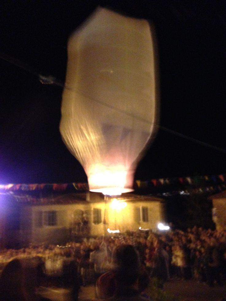 Il pallone aerostatico lanciato durante la festa per San Giorgio