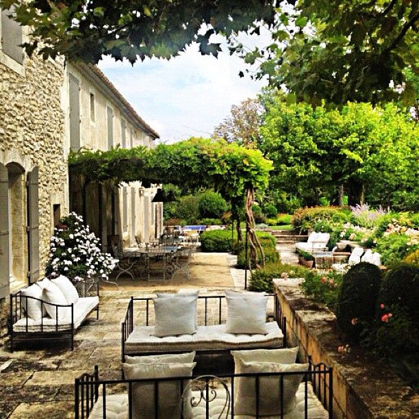 <3 Of course, this is in France, my home land. Mediterranean style and plants continue to be my inspiration for our backyard in my adoptive California.: