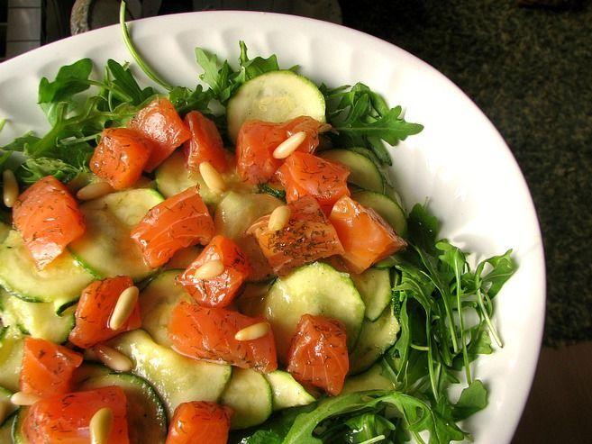 Ensalada de calabacín y salmón marinado | El Comidista EL PAÍS