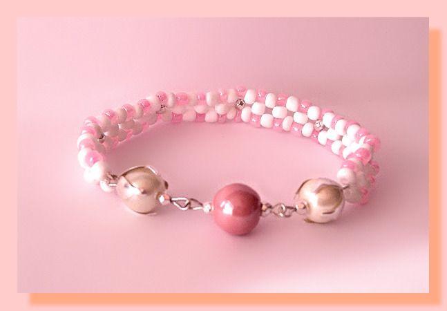 bracelet perles rocaille et perles nacrés : Bracelet par chely-s-creation