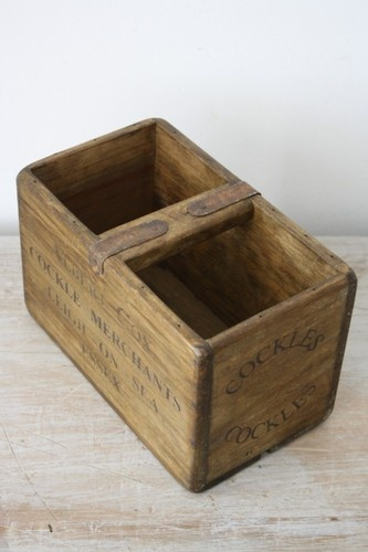 VINTAGE WOODEN FISH CRATE TRUG BUSHEL BOX INDUSTRIAL PLANTER S11 COCKLES ESSEX
