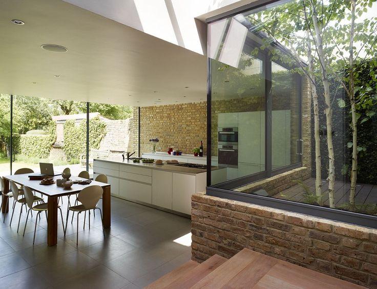 Prachtige verlaagde uitbouw met patio als overgang tussen oud & nieuw en Bulthaup keuken
