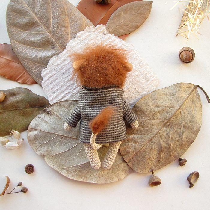 Усы, лапы, а главное - хвост!   Уж очень мне люб этот лев в пальто.    #любоидорого #luboidorogo #feltedtoy #felteddoll #doll #wooltoy #craft #handmadetoy #felt#felttoy #gifttoy #giftideas #weamiguru #amigurumi #кукла#doll #handmade #ручнаяработа #идеяподарка #crochet#интерьернаякукла#interior #лев#lion#lubo_buynow
