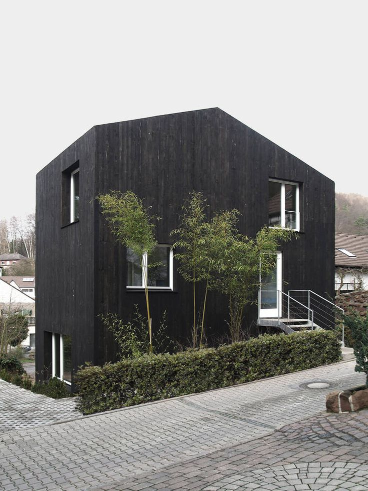 Love this simple form and black exterior. ARCHITECTURE | DETAILS | EXTERIOR | Image Credit: zwei kleine Häuser ++ architekturbüro scheder #exteriors #houses #details #black