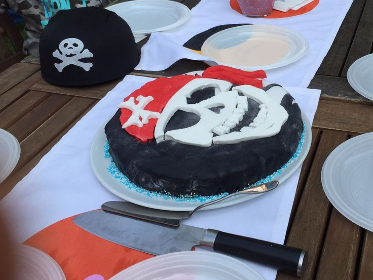 chocolate cake for every little pirate