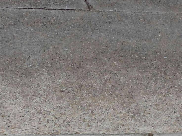 Arenisca o psamita. Es una roca sedimentaria de tipo detriítico, de color variable, que contiene clastos de tamaño arena. Es la roca sedimentaria más común en la corteza terrestre. En rocas de origen reciente los espacios entre los clastos están sin material sólido, mientras que en rocas antiguas se encuentran rellenos de una matriz o de cemento de sílice. Se utiliza entre otros usos, como material de construcción y como piedra de afilar.