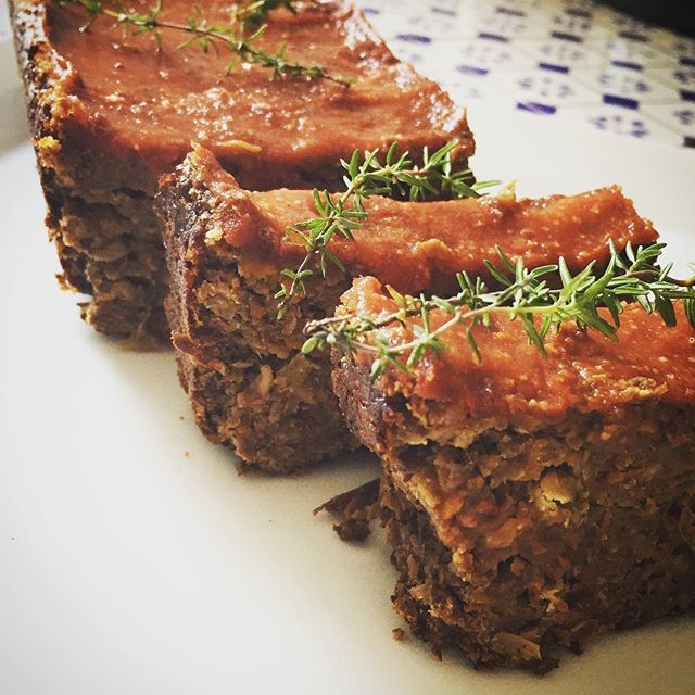 Lentil Walnut Apple Loaf. Original recipe by #terrywalters revisited by #ohsheglows revisited by me! #vegan #glutenfree #refinedsugarfree #meatless #meatloaf #grainfree #dairyfree #veganfoodshare #vegansofig #gf #healthy #winter #food #foodporn #food52 #plantbased #wholefoods #organic #bio #plantstrong #vegana #yummy #warming #foodforthefamily Recipe to come on #morganickitchen blog