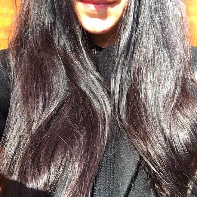 Pas besoin de filtre avec ce grand soleil ✨ Cheveux au naturel depuis 4 ou 5 ans maintenant et totalement épanouis  Retrouvez mes conseils et routines pour tous les types de cheveux dans la catégorie CHEVEUX sur le blog PEAU-NEUVE.FR Et sur Instagram ici = #peauneuve_cheveux