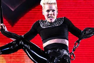 Pink Sydney concert proves to be a balancing act