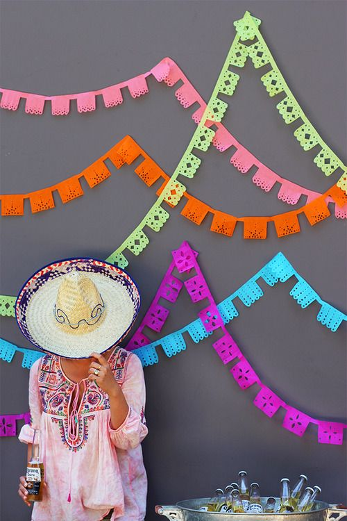 sombrero, papel picado, Corona.   ¡Viva Mexico!