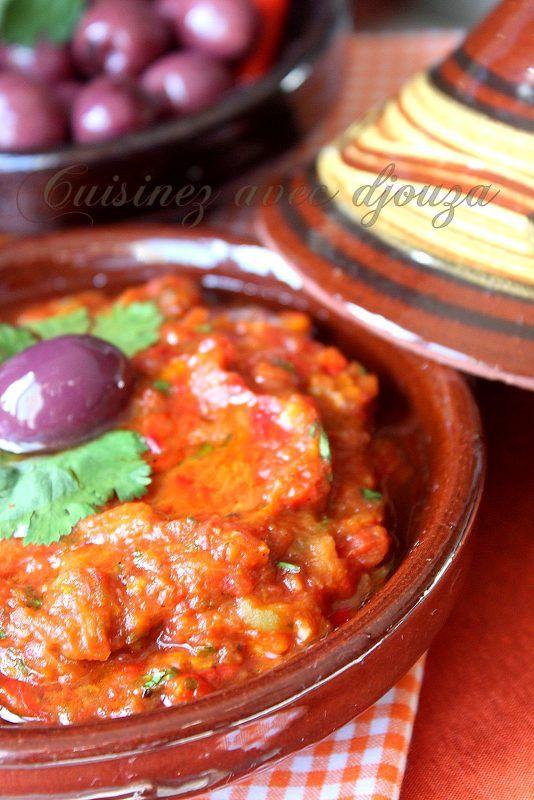 une recette du zaâlouk, une salade d'aubergines grillées très populaire au Maroc préparée avec une purée de tomates parfumée à l'ail et épices orientales.