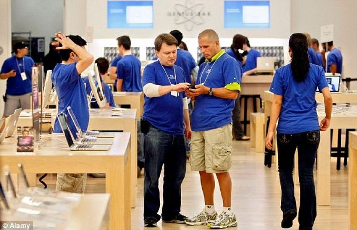 Apple Store employees start training for Apple Watch launch in April