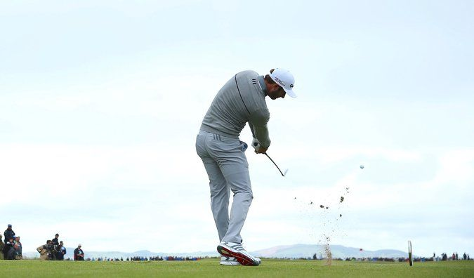 Dustin Johnson, Weeks After Major Collapse, Leads British Open - The New York Times