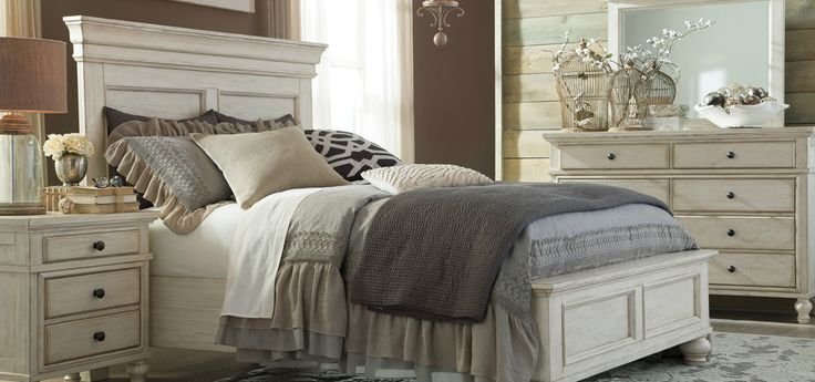 This Vintage Casual by Ashley Home Furnishings would look perfect in a beachy-themed room
