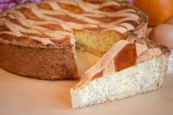 La pastiera è un dolce del periodo pasquale tipico della pasticcera napoletana. Ecco come preparare ricetta originale.