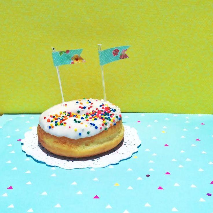 Toppers flores vintage de Lovely Party  para decorar cupcakes, donas y bocadillos