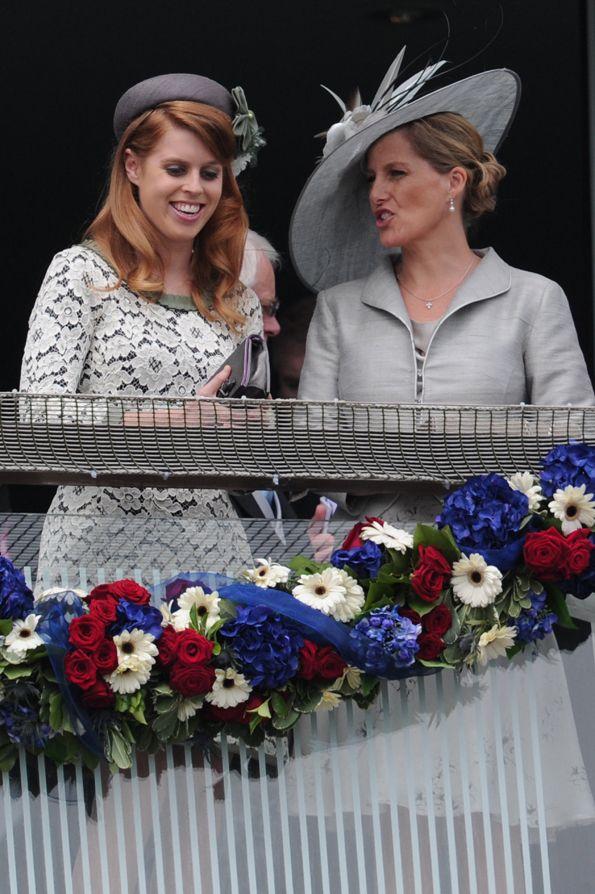 La Principessa Beatrice di York in look Moschino per il Giubileo della Regina