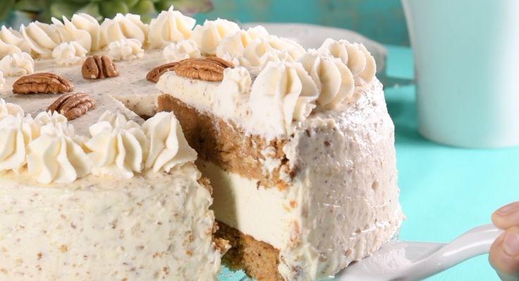 Esta versión del pastel de zanahoria te encantará, porque ahora tiene más queso con un exquisito cheesecake que te sorprenderá al momento de partirlo. Es excelente para sorprender a cualquiera.