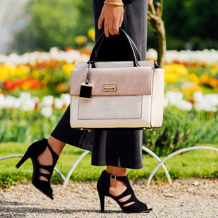 """👠3 СПОСОБА ОПРЕДЕЛИТЬ ПРАВИЛЬНУЮ ВЫСОТУ КАБЛУКА Высокие каблуки уже давно обвиняют в целом ряде проблем со здоровьем. Безусловно, если носить их каждый день, ни к чему хорошему это не приведет. Но, тем не менее, мы уверены, что девушки могут и должны носить обувь на каблуках. """"Главное — правильно подобрать свою высоту"""", — утверждают врачи.  Мы покажем 3 эффективных способа, которые помогут определить правильную высоту каблука именно для вас — на каждый день и на выход."""
