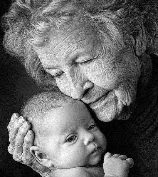 A nagyszülők szeretetét felülmúlni nem lehet! Bölcsességük jóra tanít minden apró gyereket. Szeretettel pátyolgatja, van ideje játszani, felnőttnek...