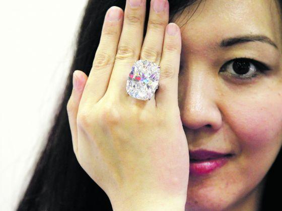 Ms Yu huieny, marketing manager of #Topstylehub  DeGem, modelling a 50.55 carat white diamond dubbed. #topstylehub #topstylehubcom #top #style #hub