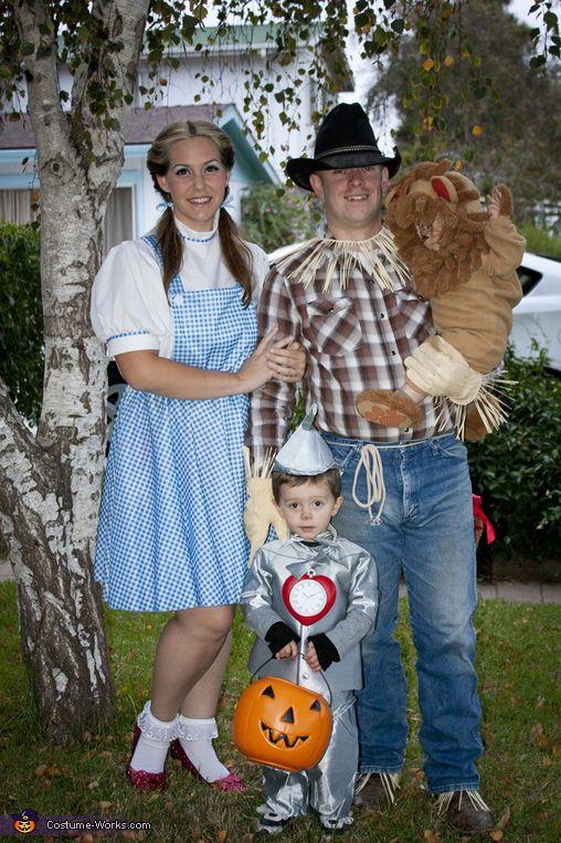 The Wizard of Oz Family - Halloween Costume Contest via @costumeworks