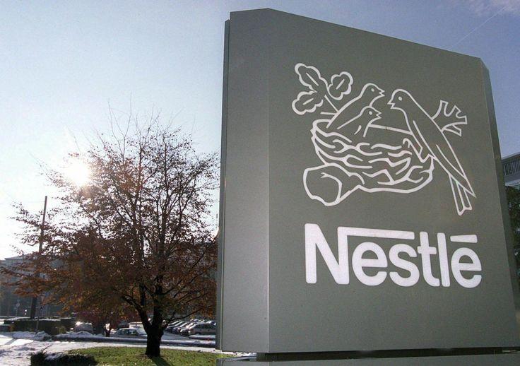 In India la Nestlé, il colosso dell'alimentare, si è vista costretta a distruggere dal commercio i noodle 'Maggi' (noodle) , un tipo di pasta a cottura ist