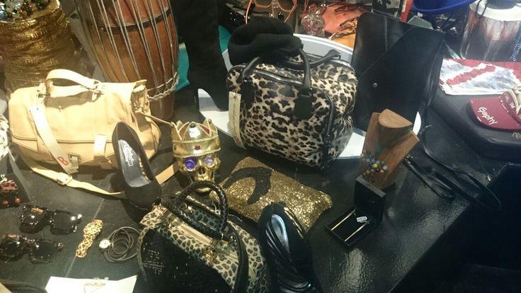Se non vuoi passare inosservata, vieni a fare #shopping da noi!  #Roma #Fashion #bcomebellezza