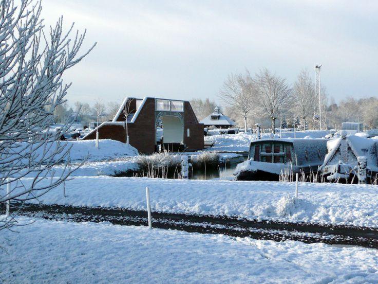 Snowy day @ Calcutt Marina www.calcuttboats.com www.calcuttboatsshop.com