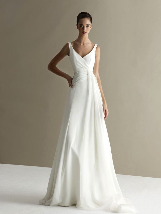 Simple wedding dress. Disregard the soon-to-be husband, for the time being lets focus on the bride who considers the wedding ceremony as the best day of her life. With this simple fact, then it's certain that the bridal gown really needs to be the best.