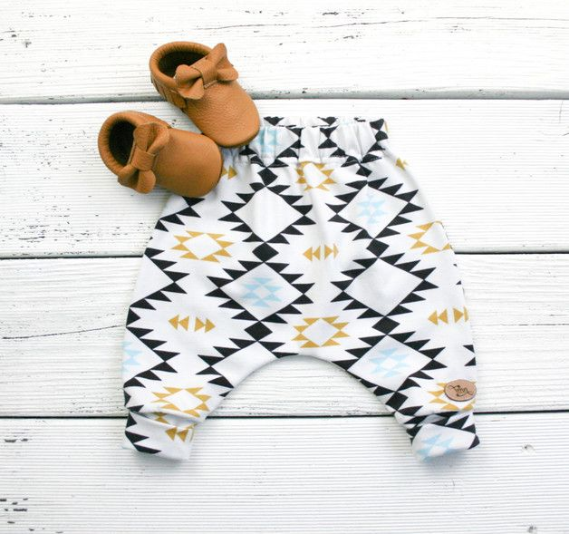 Baby Pumphose mit angesagtem Aztekenmuster / little baby trousers, geometrical pattern, parenting made by VMN kids via DaWanda.com