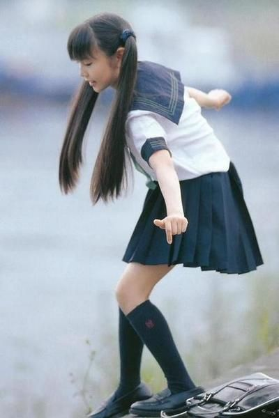 School uniforms, a common site in Japan. I wish they would enforce uniforms for our public schools. Just makes sense. http://spent.tumblr.com/