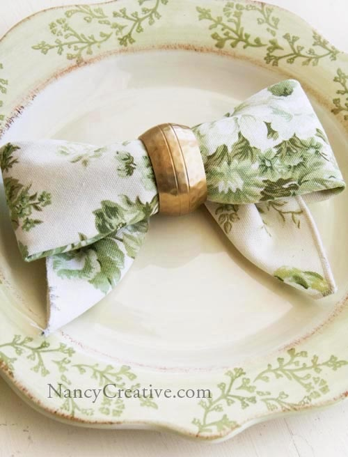 The Bow Fold...a great napkin-folding idea for your holiday table (love this napkin with this plate pattern)