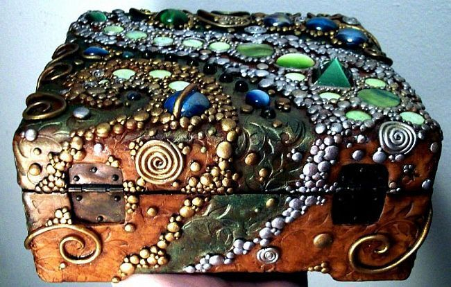 Wooden jewelry box decorated with poymer clay, glass gems, cats eye cabochon, shimmery dyed shell beads and acrylic and metallic paint. By Chris Kapono (MandarinMoon)