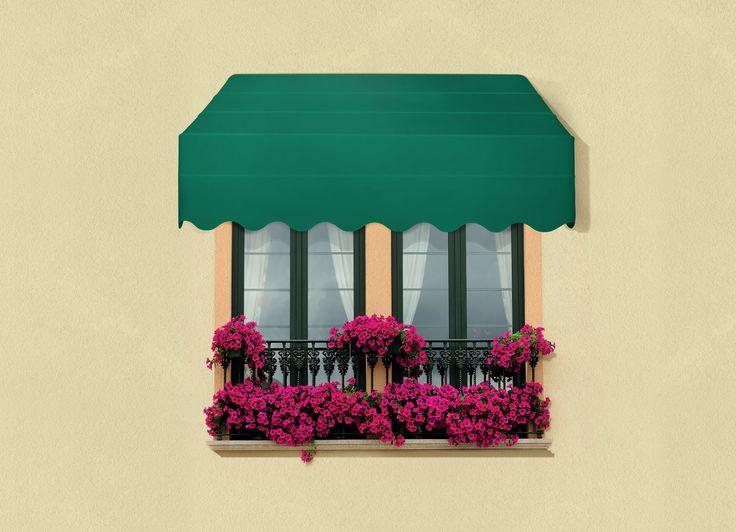 Tende da sole CT, robuste cappottine richiudibili dal design inconfondibile, ideate e create per la copertura di finestre, porte e vetrine (http://arquati.it/tende-da-sole/ct/). CT - Flat profile closable canopy with aluminium accessories. Its trapezium shape, in comparison to a very small wall clearance, makes it particularly suitable to cover large doors, windows and shop windows (http://arquati.it/tende-da-sole/ct/).