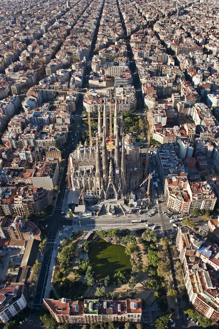 Sagrada Família. [EN] Aerial View. [CA] Viestes aèries. [ES] Vistas aéreas.                                                                                                                                                                                 Más