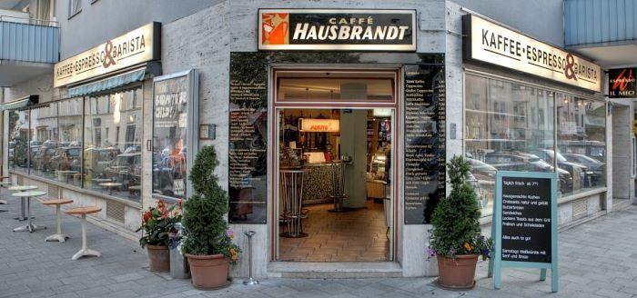 KAFFEE, ESPRESSO & BARISTA // Gemütlicher Kaffee-Freak-Shop, wo man jede Menge Kaffeezubehör kriegt & leckeren Espresso (d.h. solchen, der auch ohne Tonnen Zucker und Milch schmeckt!), Bedienung ist allerdings langsam und assig. // Schlörstraße 11 // Hst. Donnersbergerbrücke + 2 Bushaltestellen