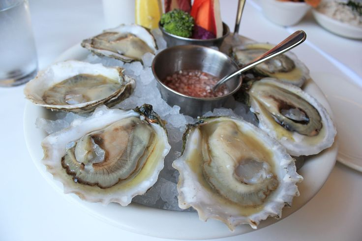 Half Dozen East Coast #Oysters from The Clam in #NewYorkCity – read my #Brunch review on #erinontherun blog