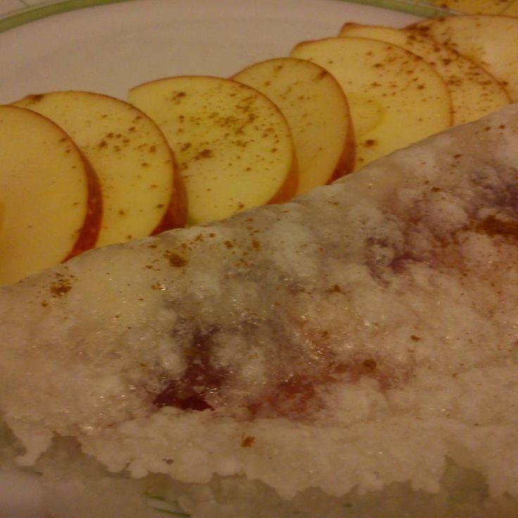 Bom dia gente! Hoje o pequeno almoço é tapioca com polpa de frutos vermelhos! Maçã e muita canela!  Receita está no nosso blog conceitofit.com