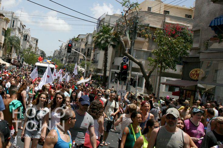Homotoen.com marcha con la población y visitantes en Tel Aviv en el Gay Pride 2013