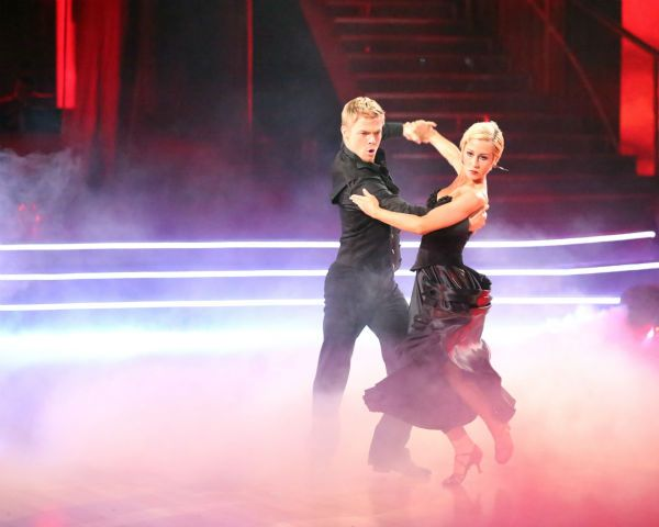 #TeamKellieDerek powerful, hypnotizing Paso Doble #DWTS16 week 8