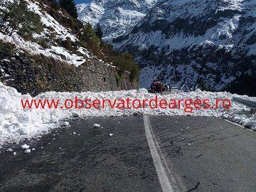 Pasionaţii de drumeții montane sunt sfătuiți ca în acestă perioadă să nu se aventurezepe trasee
