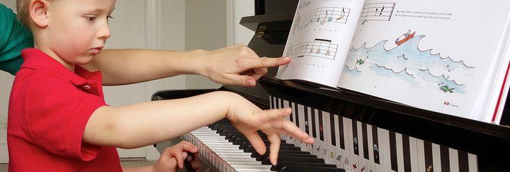 """Lær at spille klaver. """"Klaverleg for børn, forældre og bedsteforældre"""""""