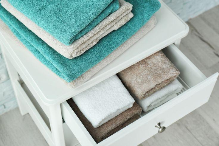 33f5de7b1 今日から真似できる工夫が満載!「タオル」の上手な整理術   kufura収納調査隊   Towel と Bathroom
