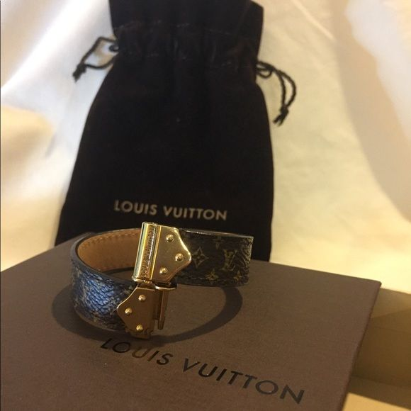 bd54ab08694 Shop Women's Louis Vuitton Brown Gold size OS Bracelets at a ...