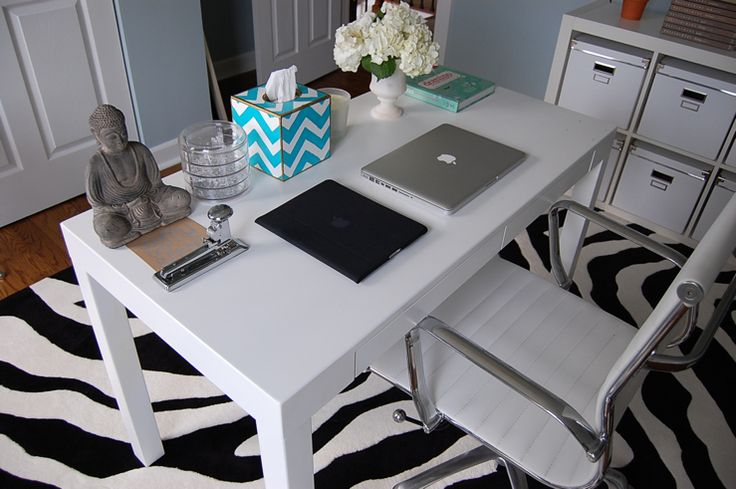 office: Offices Desks, Living Rooms Design, Offices Spaces, Zebras Rugs, Luxury Houses, Interiors Design, Offices Ideas, Chic Home Offices, Modern Houses Design