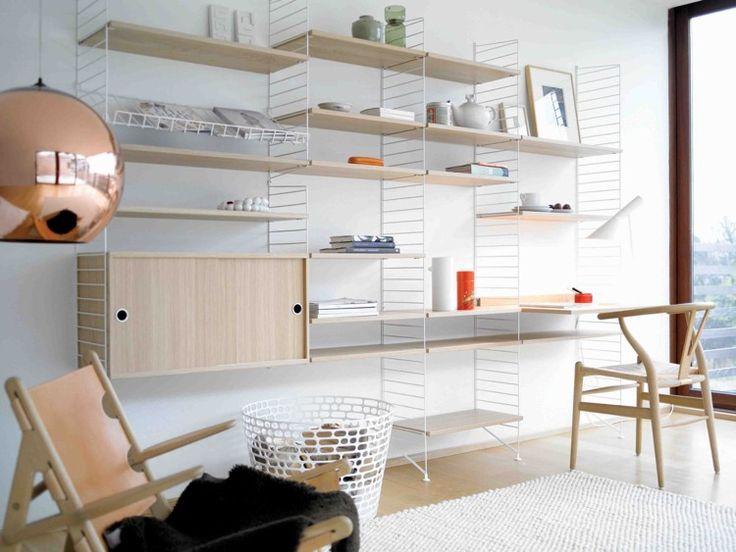 petite table bureau fixée à l'étagère murale moderne