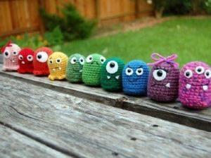 Tuto Amigurumi : les petits monstres (porte-clés) • Hellocoton.fr