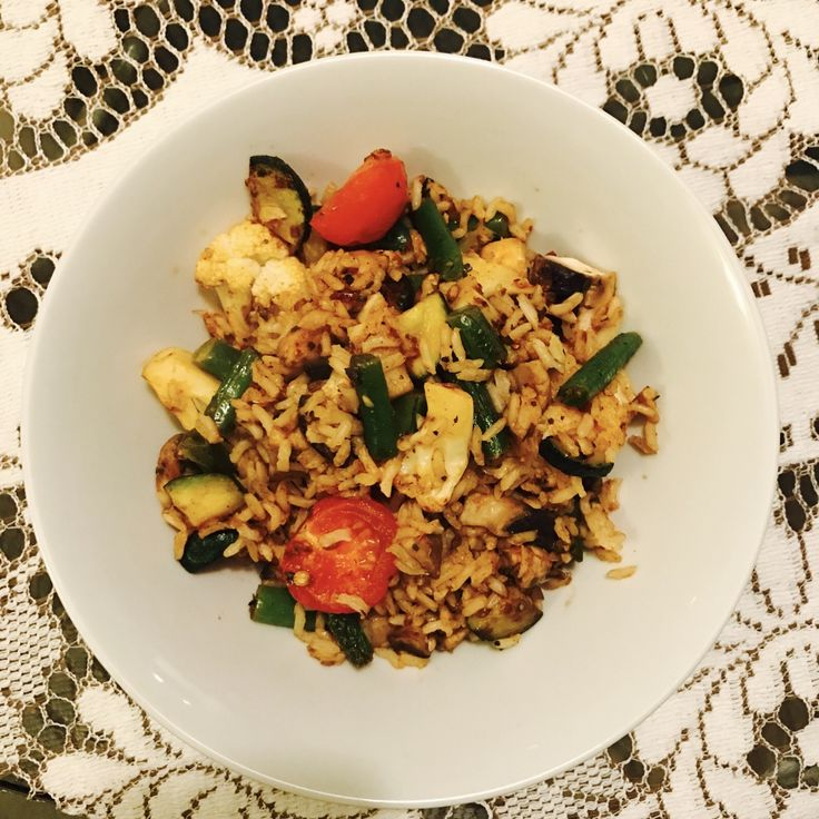 Todays food! 😋 Veggie fried rice 🍚 Hungry after boxing!  🥊 And abs & some yoga 👊🙏 #lowGI #goodcarbs #vegan #ironmantraining